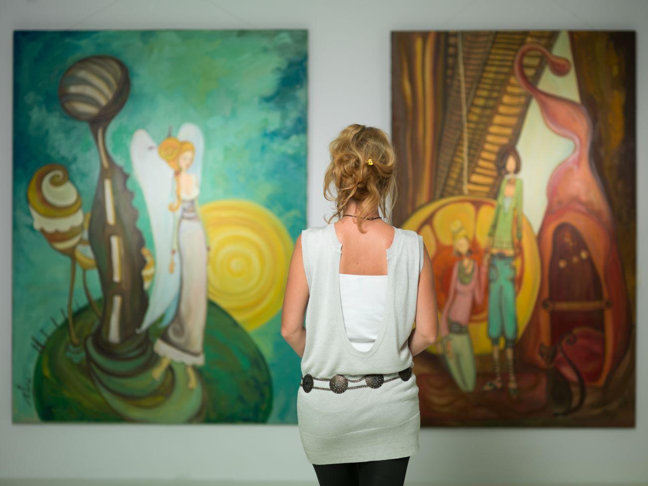 woman in anna maria island art gallery